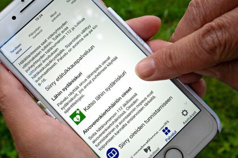 Puhelimen 112 Suomi -sovelluksesta löytyy tietoa lähimmistä sydäniskureista.