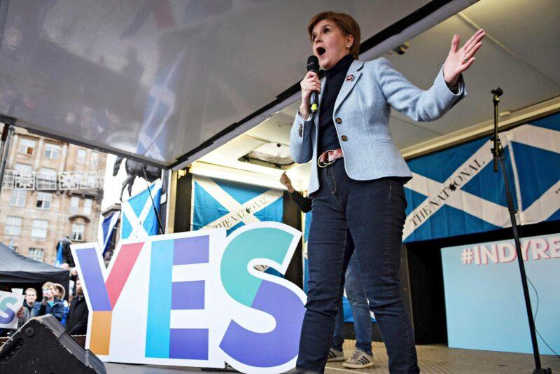 Pääministeri Nicola Sturgeon puhui Skotlannin itsenäisyyden puolesta mielenosoituksessa Glasgow'ssa marraskuussa 2019.