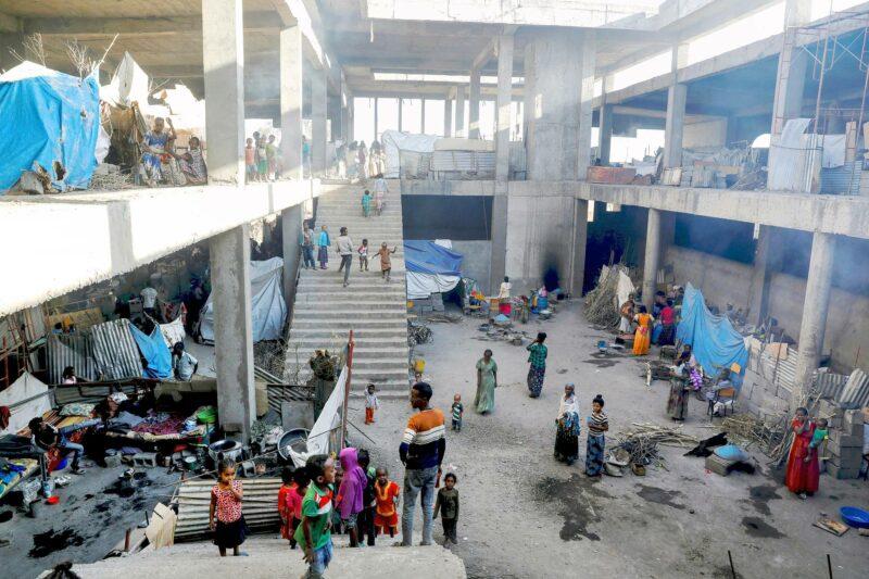 Kotinsa menettäneitä on majoitettu Aksumin yliopiston keskeneräisiin rakennuksiin.