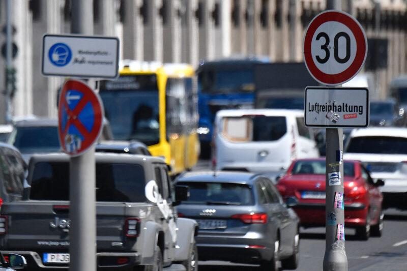 Liikennettä Berliinin keskustassa kesäkuussa 2021.