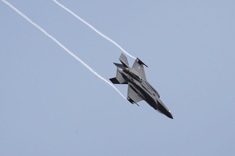 Yhdysvaltojen ilmavoimien Lockheed Martin F-35A Lightning II -häivehävittäjä Turku Airshow 2019:n lehdistötilaisuudessa kesäkuussa 2019.
