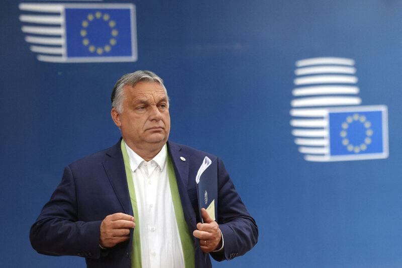 Unkarin pääministeri Viktor Orbán lähdössä EU-kokouksesta Brysselissä 25. kesäkuuta 2021.