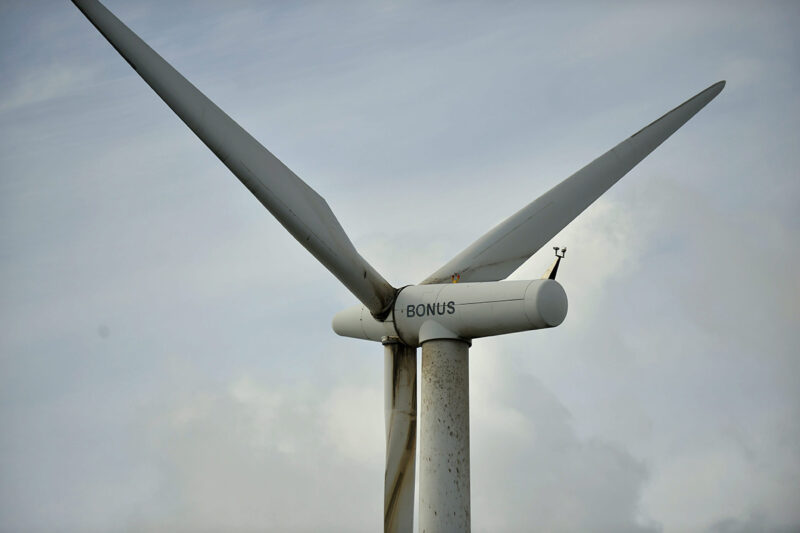 Kesän tyyni sää on vaikuttanut tuulivoiman tuotantoon.