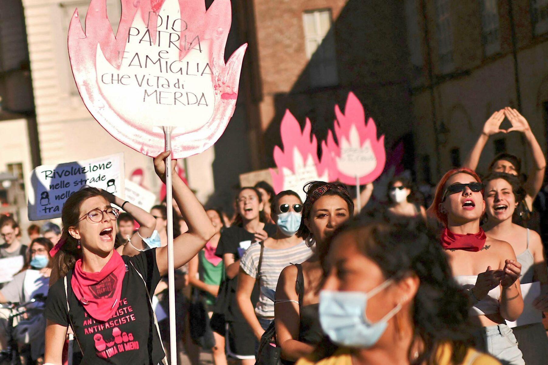 Italian Torinossa naiset protestoivat Turkin erottua Istanbulin sopimuksesta heinäkuun alussa.