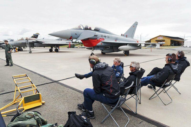 Eurofighter Typhoon -hävittäjä on kehitetty usean Euroopan maan yhteishankkeena.