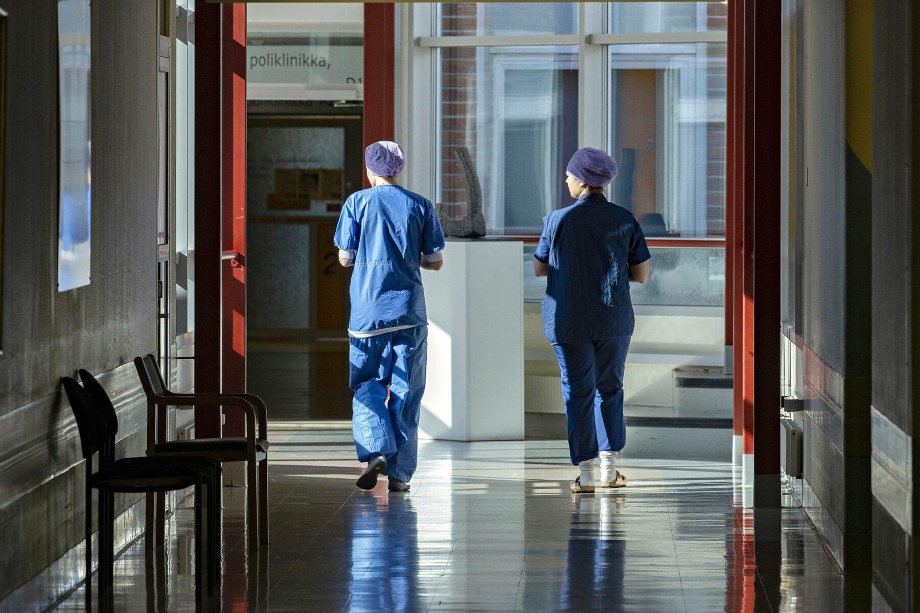 Terveydenhuollossa työajan lyhentäminen voisi parantaa jaksamista ja työssä viihtymistä. Se taas voisi heijastua tuottavuuteen.