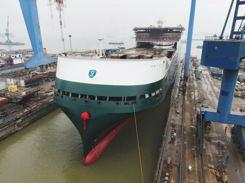 Finnlinesin hybridiroro-alus Finneco I laskettiin vesille kiinalaisella telakalla 26. huhtikuuta.