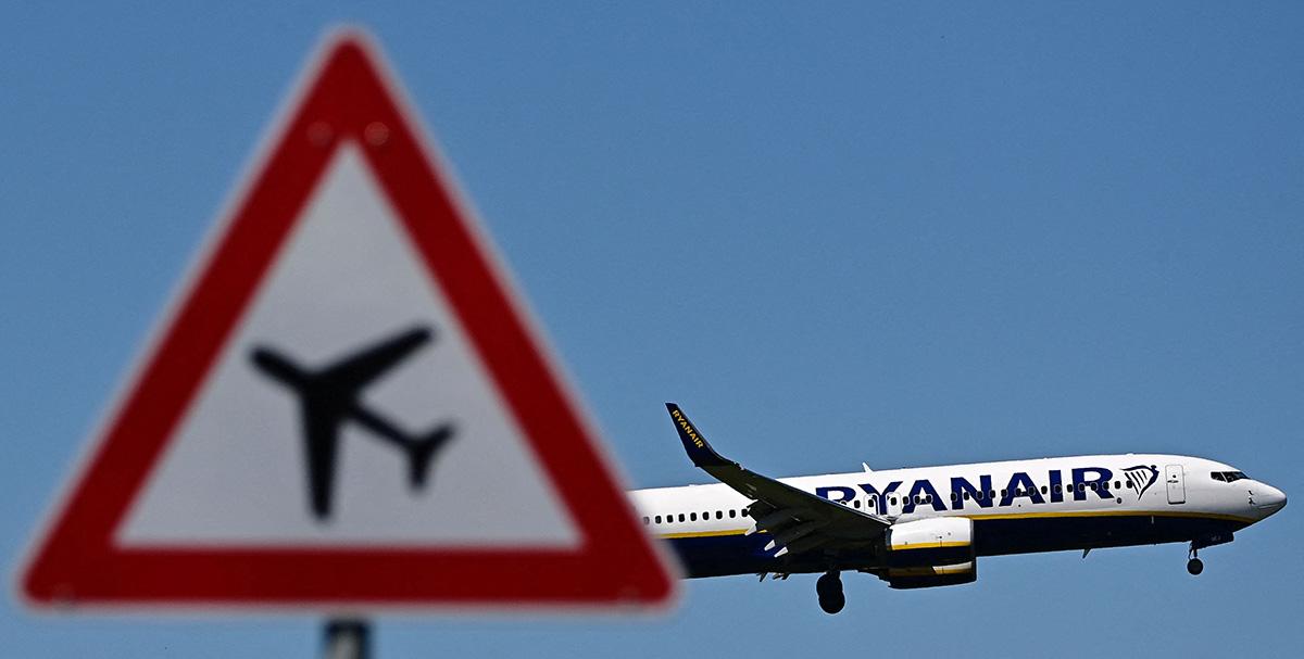 Irlantilaisen halpalentoyhtiö Ryanairin matkustajakone.