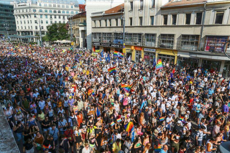 Pride-kulkue Budapestissa 24. heinäkuuta. Heinäkuun alussa Unkarissa tuli voimaan paljon vastustusta saanut homopropagandalaki.