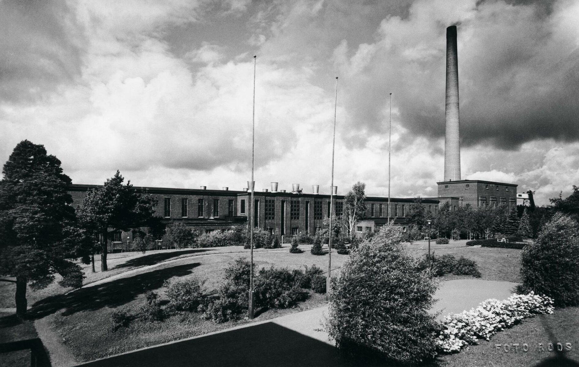 Myllykosken tehdas tuotti paperia yli sadan vuoden ajan. Kuva 1950-luvulta.
