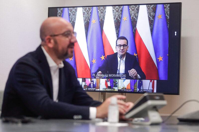 Eurooppa-neuvoston puheenjohtaja Charles Michel keskusteli Puolan pääministerin Mateusz Morawieckin kanssa EU-johtajien videoneuvottelussa 21. toukokuuta 2021.
