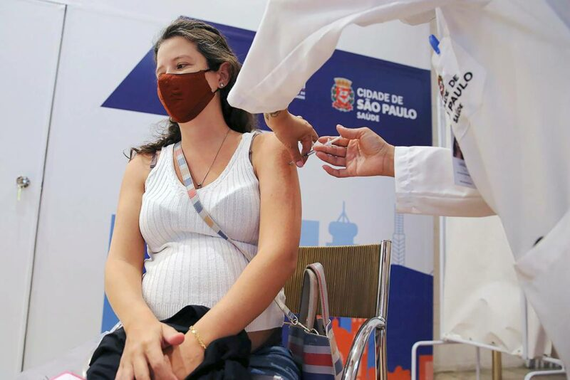 Brasilialainen nainen sai koronarokotuksen 7. kesäkuuta 2021.