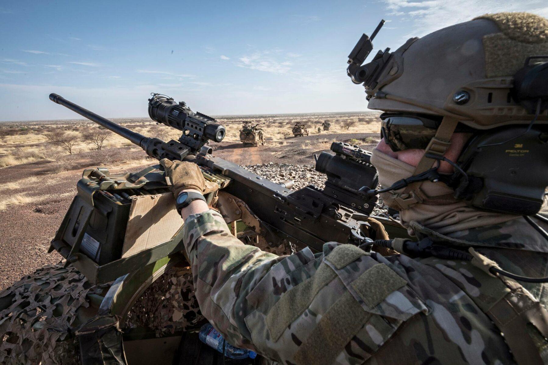 EU-maiden Takuba-erikoisjoukkojen sotilas aavikolla Malissa huhtikuussa 2021.