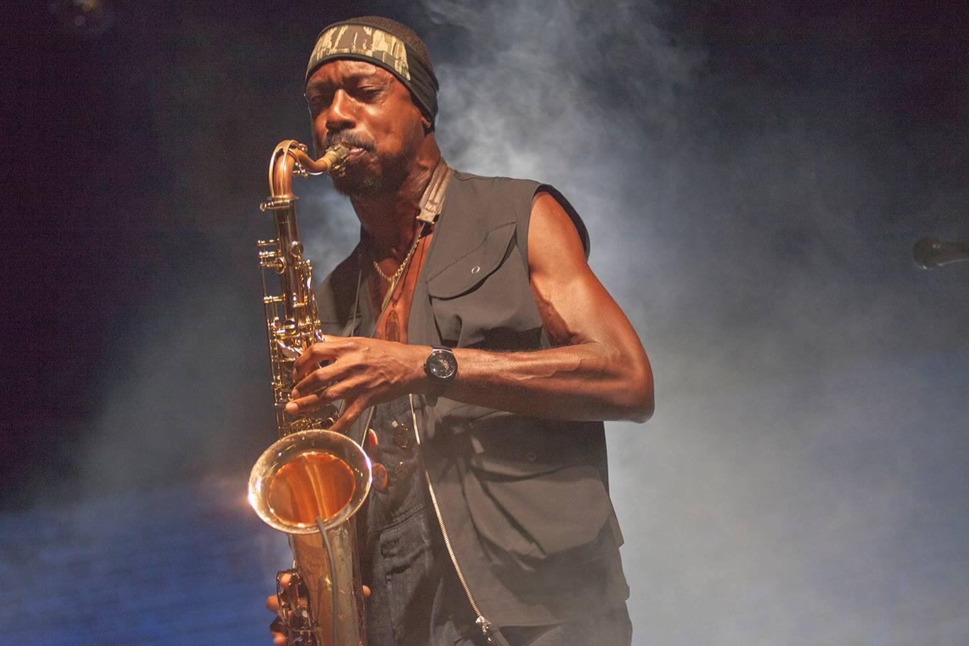 Shabaka Hutchings soittaa muun muassa yhtyeessä Sons of Kemet.