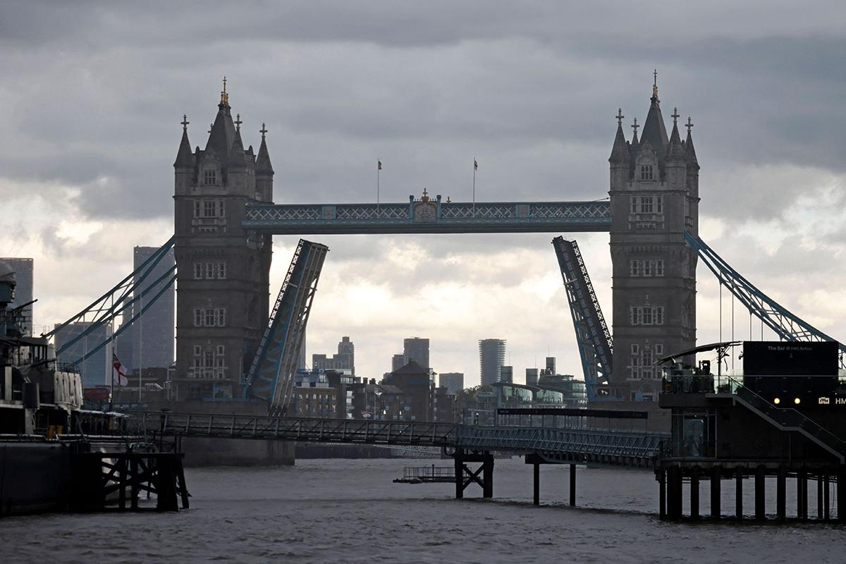 Tower Bridge Lontoossa.
