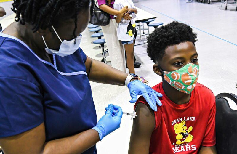 Amerikkalaispoika sai rokotteen floridalaisessa koulussa 8. syyskuuta.