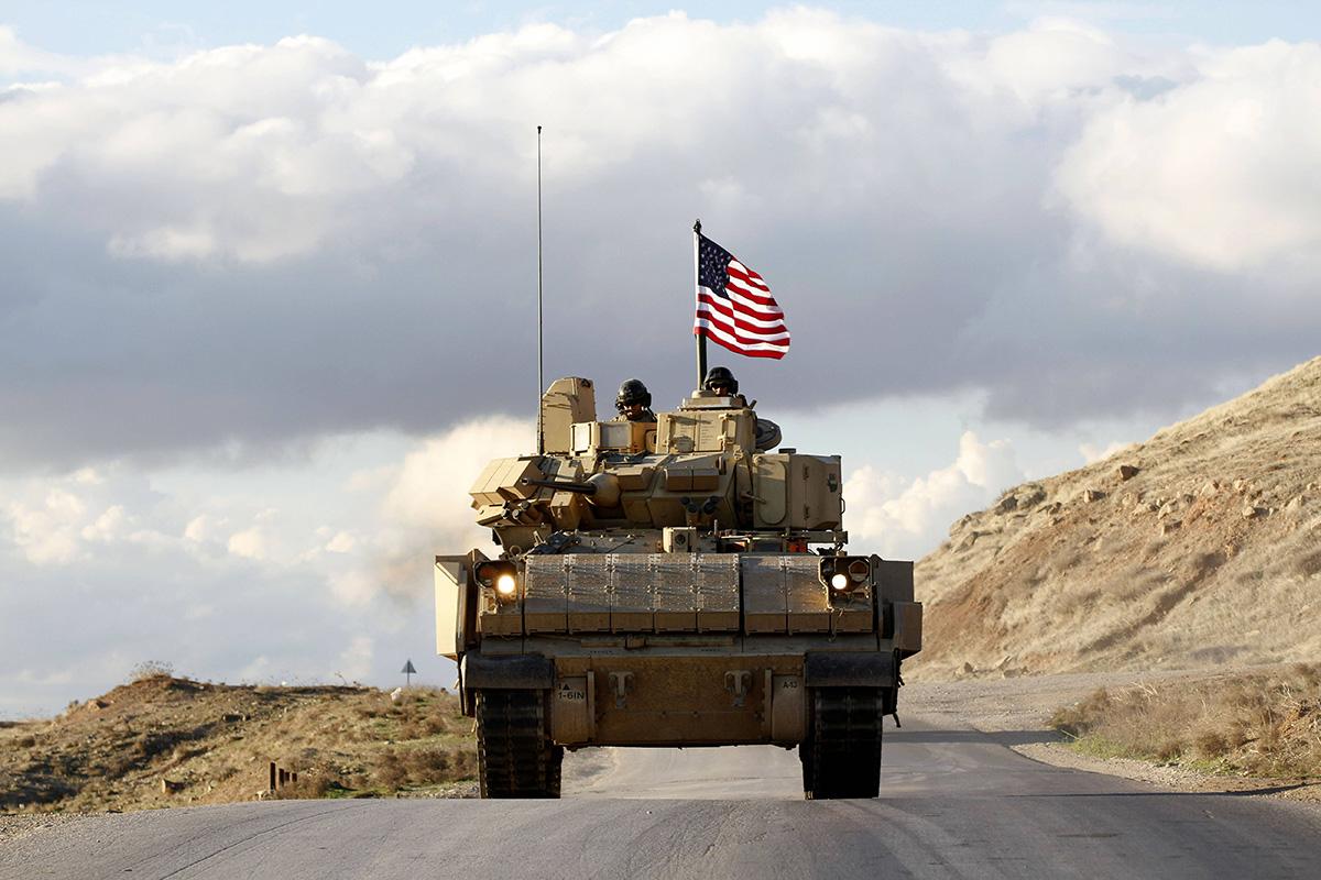 Yhdysvaltalaissotilaat partioivat Koillis-Syyriassa.