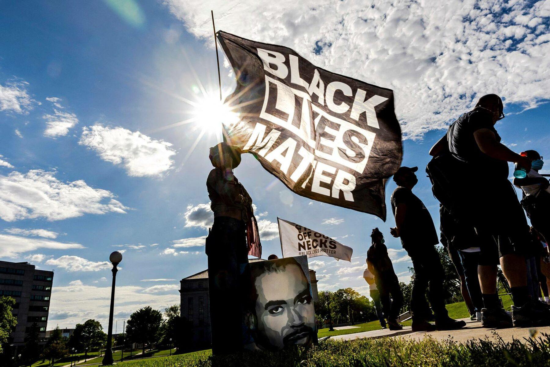 Black Lives Matter -mielenosoitus Minnesotassa 24. toukokuuta 2021.