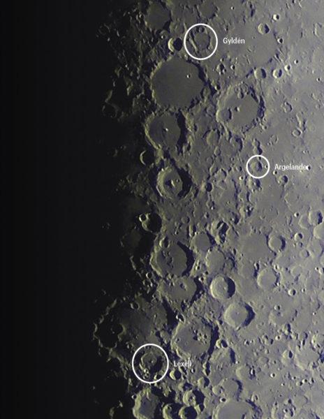 Kuun pinnalta löytyy kaikkiaan kuuden suomalaisen tähtitieteilijän nimi.