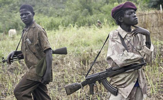 afrikkalaisia lapsisotilaita