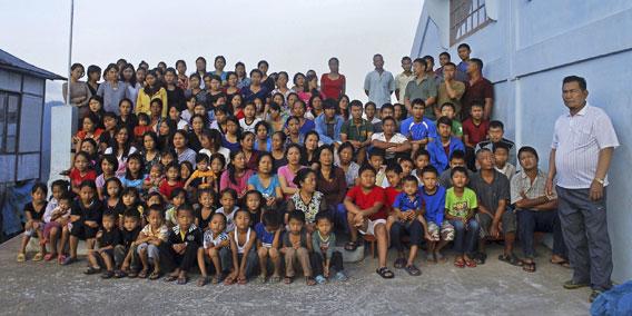 Intialainen, moniaavioisen perheen potretti