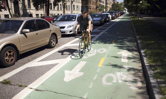 pyöräilijä Brooklynissa