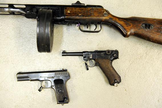 Takavarikoituja aseita