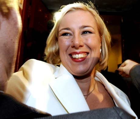 SDP:n puheenjohtaja Jutta Urpilainen SDP:n kunnallisvaalien vaalivalvojaisissa Paasitornissa Helsingissä 26. lokakuuta 2008.