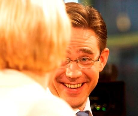Jyrki Katainen riemuitsee vaalituloksesta Ylen Isossa Pajassa 26. lokakuuta 2008.