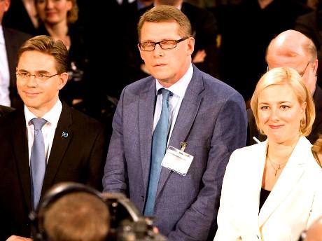 Puheenjohtajat Jyrki Katainen (kok), Matti Vanhanen (kesk) ja Jutta Urpilainen (sdp) Ylen Isossa Pajassa 26. lokakuuta 2008.