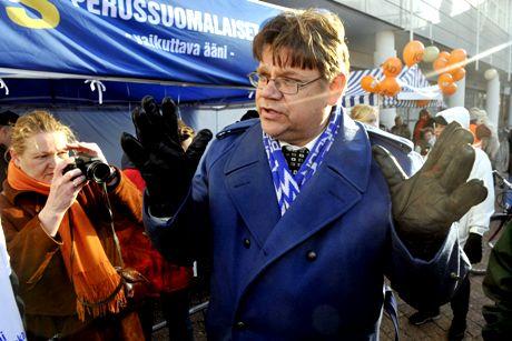 Perussuomalaisten puheenjohtaja Timo Soini kampanjoi Vantaalla Myyrmäessä päivää ennen kunnallisvaaleja lauantaina 25. lokakuuta 2008.