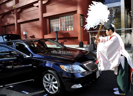 A Shinto priest purifies a Toyota Lexus at Kanda Myojin, a shrine for Commerce and Industry, in Tokyo Monday, Jan. 5, 2009. Japanese shares rose sharply on the first trading day of the year Monday, buoyed by growing optimism over U.S. economy boosting measures and a rally on Wall Street. (AP Photo/Katsumi Kasahara)