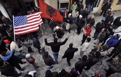 Kosovolaiset juhlivat itsenäisyyttä