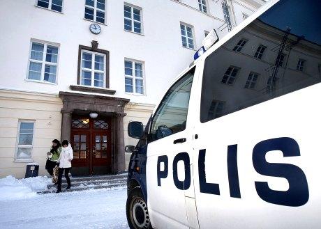 Kemin lyseon lukio jouduttiin evakuoimaan tiistaina 26. helmikuuta 2008 liitutaululle kirjoitetun uhkausviestin takia. Poliisi ei tutkimuksissaan löytänyt koulun tiloista kuitenkaan mitään poikkeavaa.