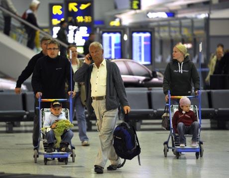 Malagasta saapuneita Helsinki-Vantaan lentoasemalla