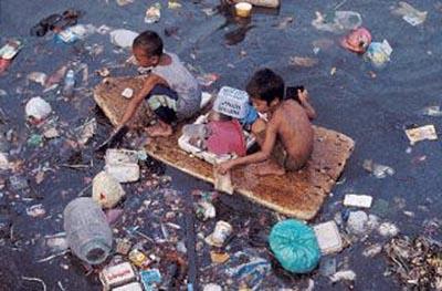 meret ovat täynnä muovijätettä