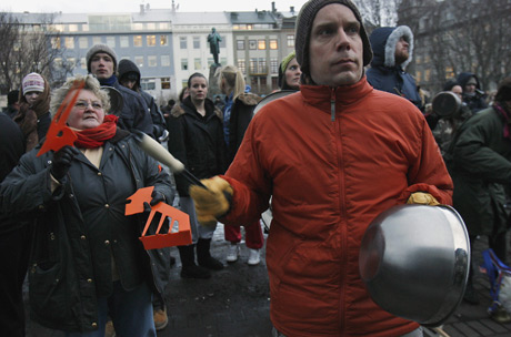 mielenosoittajia reykjavikissa