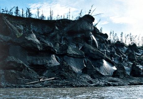 Siperian sulavia suoalueita epäillään syypäiksi ilmakehän metaanipitoisuuden kasvuun. (Kuva Bruce Forbes)
