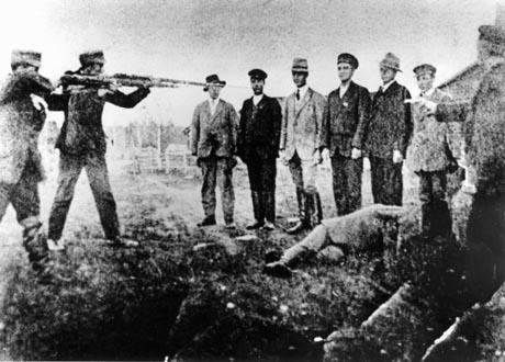suojeluskuntalaiset teloittavat punakaartilaisia 1918